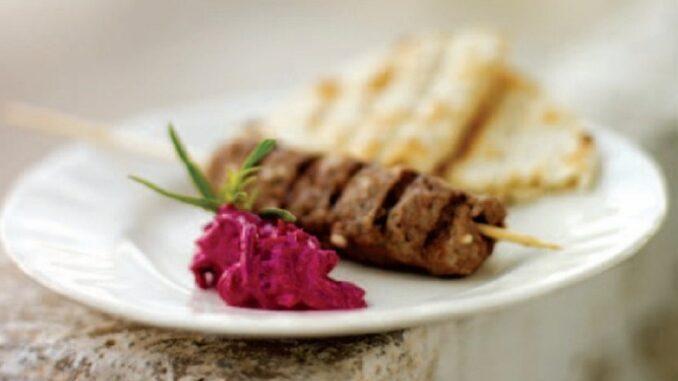 Kebab cu salată de sfeclă roșie