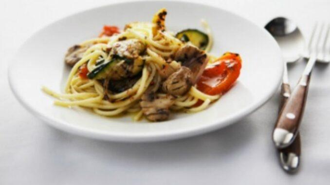 Spaghete cu legume și ciuperci