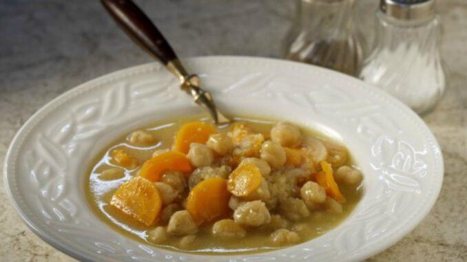 Supă de naut cu morcovi și lămâie