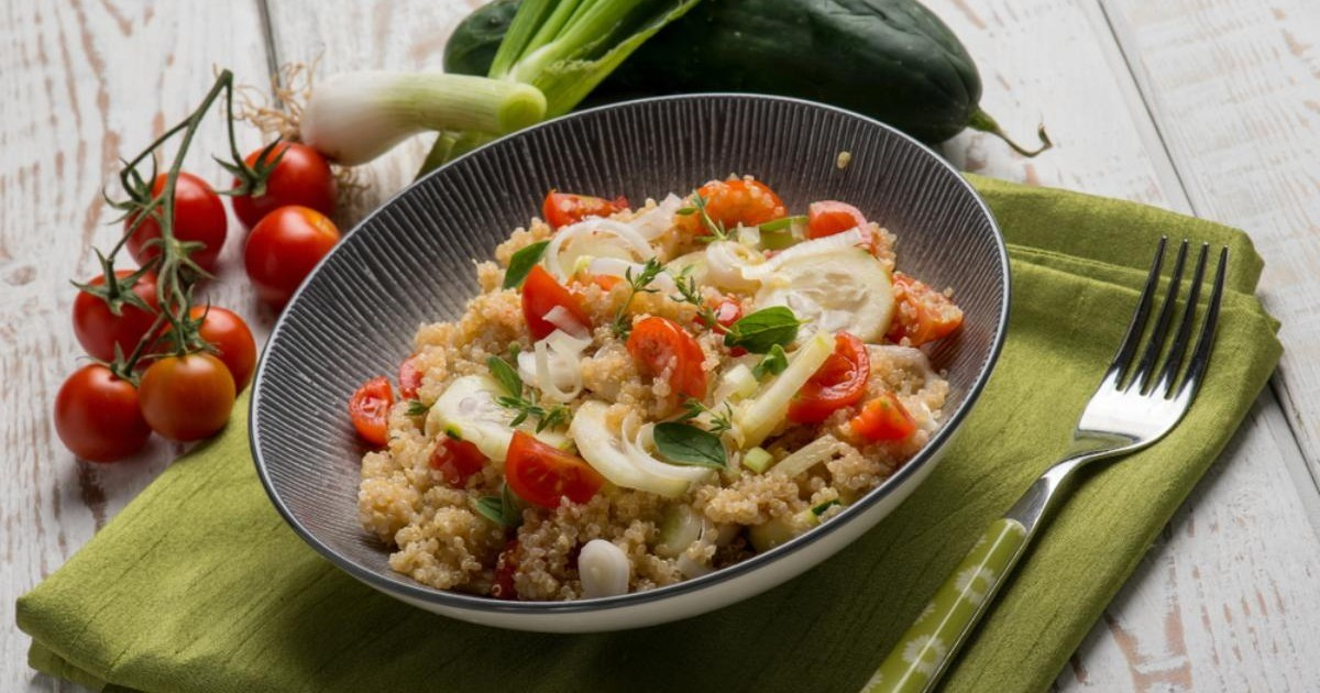 Salată de roșii cu quinoa